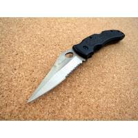 携帯しやすい折込式の小型ナイフです。 焼き付け塗装で錆びに強いステンレス刃。 握りやすくて滑りにくい...