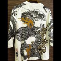 ■日本に古くから伝わる和柄の魅力を家紋・乱菊・鯉・扇をデザインして大胆に表現した一枚です。 ■背中の...