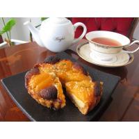甘酸っぱいアンズをのせたタルトです。 きび砂糖で甘さはひかえめに仕上げ、表面にかぼちゃの種をのせて焼...