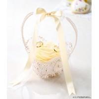イタリア語でお花を意味する「FIORE」。花びらを使ったエレガントなリングピローです。縫製済み・綿入...