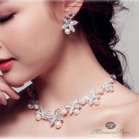 カラー:ホワイト 素材:フェイクパール*合金 ピアス最大幅:約3cm ネックレス襟周り:約38-52...