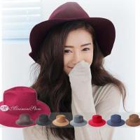 大人の上品な印象を与えるツバ広デザインの新作秋冬帽子。頭に優しくフィットしとっても軽量なハットは重さ...