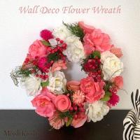 ウォールデコ フラワーリース 23cm 造花 ピンクブルーム ピンク バラ 白 インテリア 装飾 玄関 ギフト 母の日 MothersDay