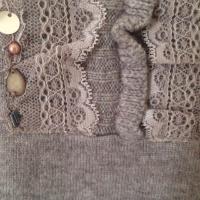 メリノウール100%、レース・花・ビーズ飾り、Vネックデザインセーター