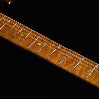 フレットの凹みを削り、各フレットの高さをそろえてコンディションを整えることで、弦がよく鳴るようになり...