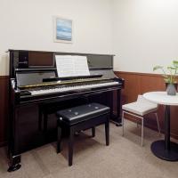 レッスンの予習復習や、集中練習、リハーサルなどにご利用いただけます。楽器を持ち込んでの練習も可能。 ...
