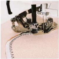 布を切りながら、ジグザグ縫いで断ち目かがりをするときに使用します。 カーブしながら縫うことも可能です...