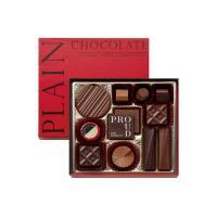 エキストラミルク、ミルク、セミスイートのプレーンチョコレートをとりどりの形にして、真っ赤なパッケージ...