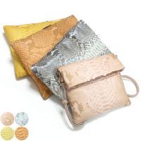 本体や肩掛けひもに蛇革(パイソン)を使った工房オリジナルのレザーポシェットです。蛇革の特徴でもある「...