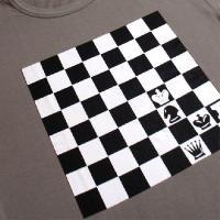 おもしろTシャツ 胸にインパクト抜群のチェス盤!ボードゲーム好きにオススメ!「チェックメイト」 デザインTシャツ
