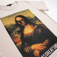 グラフィックTシャツ ダヴィンチの名作が経年劣化?「SHE HAS GREAT SMILE(ステキな笑顔の女性)」 おしゃれなアーティストTシャツ