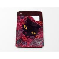 及川浩さんの オール手染めドイツヌメ牛皮革のパスケース 花畑猫(赤)です。カード、診察券入れとしても...