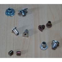 吸音材の調整などで、スピーカーユニットの脱着が多いと、木ネジを 使用している場合にはネジ穴がバカにな...