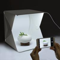 組立式小型LED ライトボックス 、小物にピッタリの撮影ボックスです。折りたたんで収納、全く場所を取...