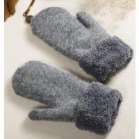 シンプルカラーのふんわりあったかミトン手袋です。  柔らかいふわふわ素材ですので肌触りも抜群です。 ...