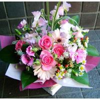 プレゼント 花人気ランキング 上位常連 誕生日  旬な季節のお花を使って、当店デザイナーが一つ一つお...