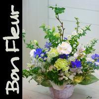 お供え花 あすつく お盆 初盆 新盆 お供えに最適なアレンジメントです。  【商品内容】洋花を中心に...