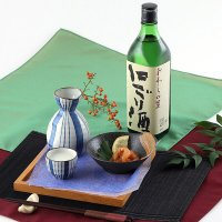 玉旭酒造は1808年の創業と伝えられる富山県内有数の老舗酒造所です。本醸造にごり酒は、昔懐かしい辛口...