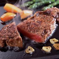 「オージービーフステーキセット」は、とろけるような最高級のヒレ肉テンダーロインと、ジューシーな霜降り...