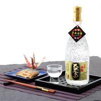 茨城県久慈郡で作られた珂北酒造の特選大吟醸十年古酒です。仕込水には久慈川の伏流水を使用し、酒造好適米...