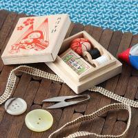 ちいさな桐の箱に入った、ちいさな裁縫セットです。金沢の伝統の物をデザインしました。外出時、バッグの中...