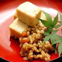 【平家の落人が伝えたとされる保存食で、ずっしりとした堅豆腐に、もろみ味噌の甘さを味わえる熊本の伝統食...