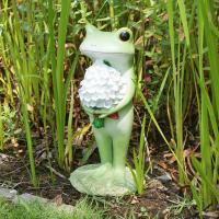 【お庭のフォーカルポイントに、ガーデンオーナメント】 かわいいカエルのオーナメント。絵本の世界から飛...