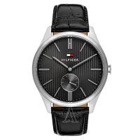 トミーヒルフィガーのラウンド型腕時計です。  高級感のあるクロコダイル模様の型押しレザーを使用してい...