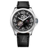トミーヒルフィガーのラウンド型腕時計です。 腕に馴染む肌あたりが柔らかいレザーを使用しています。  ...