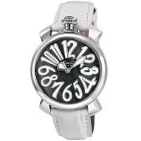 インデックスのホワイトカラーがよく映えたラウンド型腕時計です。 個性的なデザインなので、お腕元のアク...