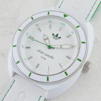 こちらはアディダス史上最も売れたテニスシューズ『スタンスミス STAN SMITH』の腕時計モデルで...