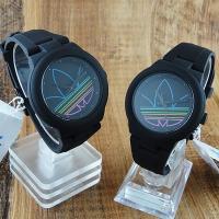 只今もれなくペア腕時計ボックス(リングも収納可能)プレゼント中! こちらは90年代のキッチュなテイス...