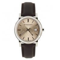 デイカレンダー機能搭載のラウンド型腕時計です。 12時位置にブランド名を配置。 シンプルなデザインな...