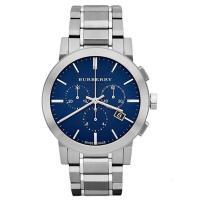 クロノグラフ、デイカレンダー機能搭載のラウンド型腕時計です。 シンプルなデザインなので、場面問わずお...