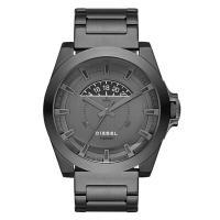 デイカレンダー、クロノグラフ機能搭載のラウンド型腕時計です。 6時位置にはブランド名を配置。 様々な...