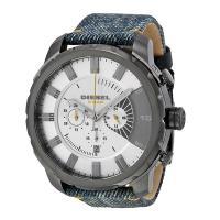 クロノグラフ、デイカレンダー機能搭載のラウンド型腕時計です。 12時位置にはブランド名を配置。 デニ...