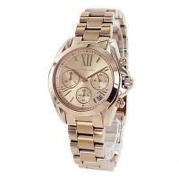 大人気のローズゴールドモデルのラウンド型腕時計です。 デイカレンダー、クロノグラフ搭載♪ 12時のイ...