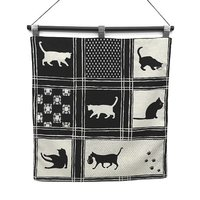 猫柄の生地をタペストリーに してみました。 表と裏、二重縫いで猫の柄が違います。  お部屋のアクセン...