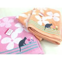 猫がお花畑をお散歩しているような可愛い柄の バスタオルです。 オレンジとピンクの2色からお選び下さい...