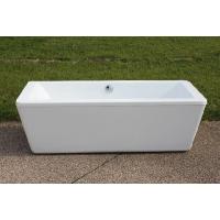 大き目のバスタブなので、ゆったりとくつろげます。  【商品名】アクリル製据え置き型浴槽 KOA312...