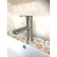 デザイン製のあるシングルレバー混合水栓蛇口(洗面用水栓金具・蛇口)です。  【商品名】シングルレバー...