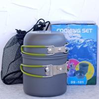 蓋がカップにも使える、折りたたみハンドルを持った小型の鍋です。  型番:DS-101 材質:硬質酸化...