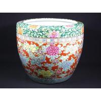 明治期:色絵十錦手花蝶文火鉢です。 独特のカラフルな火鉢で、縁周りは緑の唐草、赤ベースに牡丹と蝶が舞...