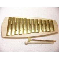 アウリスグロッケンは澄んだ透明な音を持っているのが特徴の鉄琴です。 このシェルズグロッケンには、音...