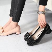 走れるパンプス レディース ローヒール エナメル調 ベルト ファッション 靴 婦人靴  素材:エナメ...