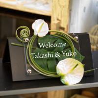 ウェルカムボードー「アジアンミニ」 ウェディングの受付にブック型の黒板にアジアンテイストのお花をあし...
