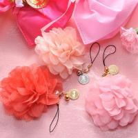 携帯電話やデジカメ等につけるだけ 一瞬にしてお手元が明るく華やかに演出できます!可愛いピンク系のお花...