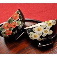 名入れ 茶碗 黒地に椿の花が ぱっと咲いた第一印象からインパクトのある華やかなデザインです! 彫った...