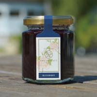 ローザンベリー多和田で、自家栽培した「完熟ブルーベリー」を使った一番人気の手作りジャム。 目にもやさ...