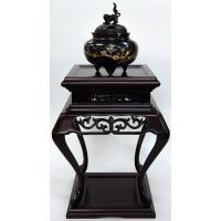 時代劇等に観られる様にお殿様の座られる背後には床があり、そこには掛軸、その前には香炉が香炉台置いてに...